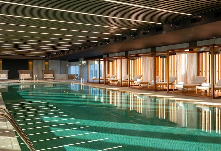 شيراتون نور سلطان هوتل, Nur-Sultan, حمام سباحة