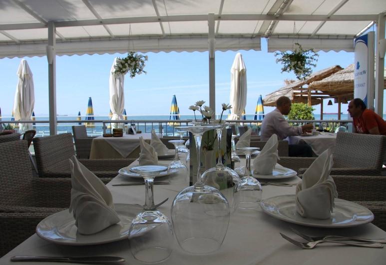 Hotel Vivas, Durres, Açık Havada Yemek