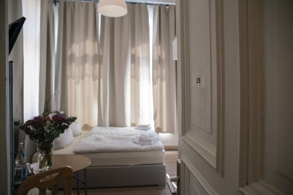 Studio, Garden View - Guest Room