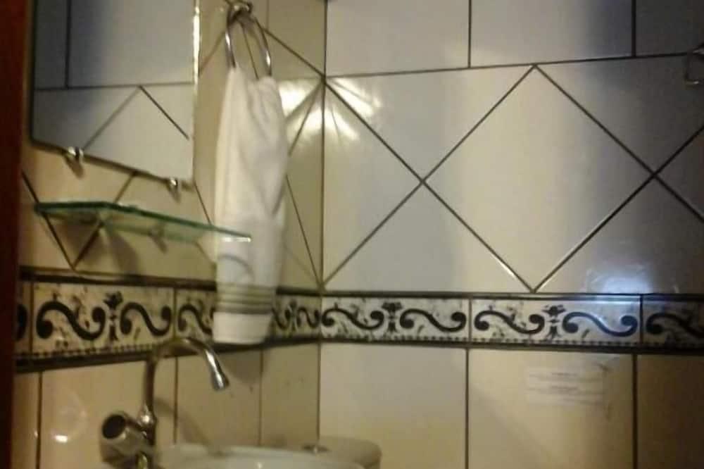 Comfort Studio Suite - Bathroom