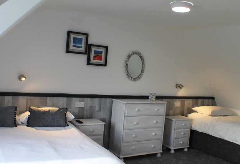Hill View, Glasgow, Family Room, Ensuite, Guest Room