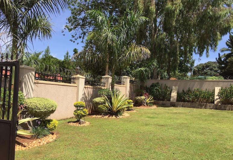 The Hive Entebbe Guesthouse, Entebbe, Сад