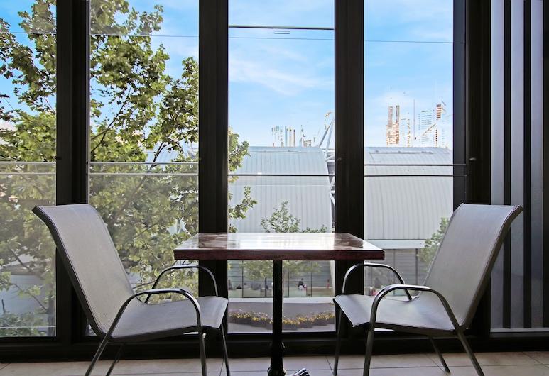 DD Apartments at ICC, Ultimo, Apartament, 2 sypialnie, 2 łazienki (with Balcony), Balkon