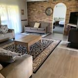 Īpaši liela māja (Estate, 7 King Beds or 14 Single Beds) - Dzīvojamā istaba