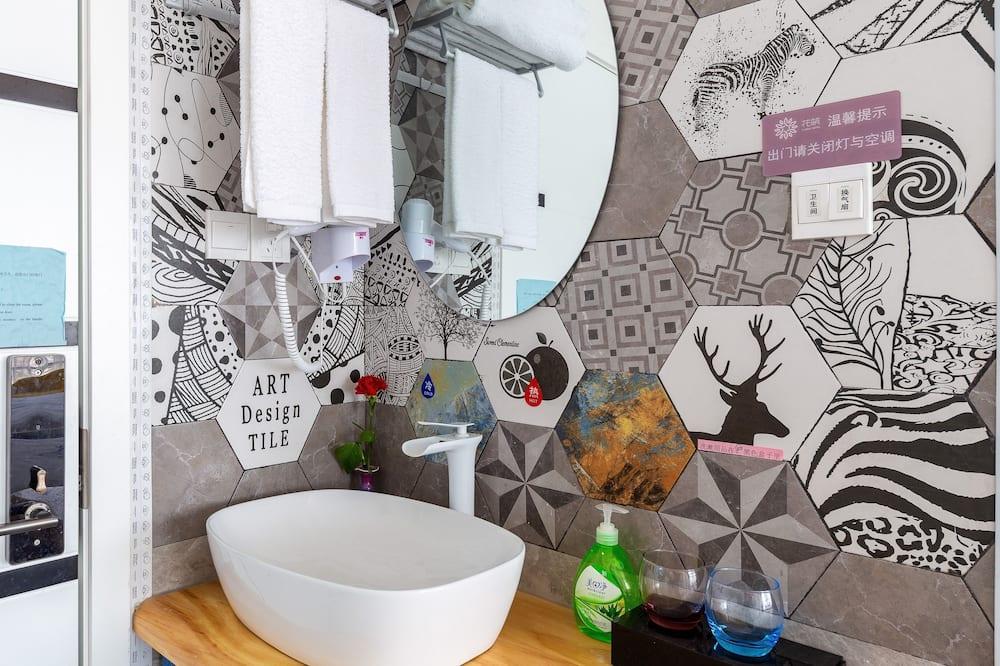 Signature Twin Room - Bathroom