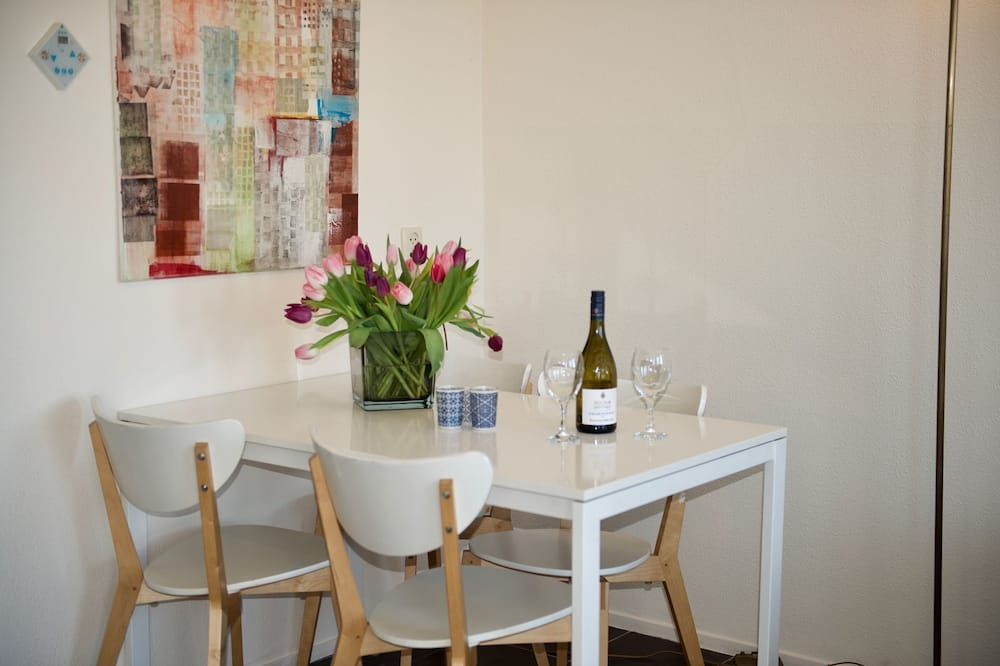 Comfort House - In-Room Dining