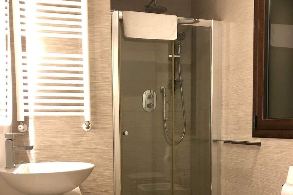 Luxury Quadruple Room, Balcony - Bathroom