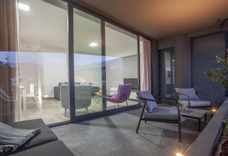 رويال جاردنز بارادايس, بودفا, شقة سوبيريور - غرفتا نوم - بمنظر للبحر, شُرفة