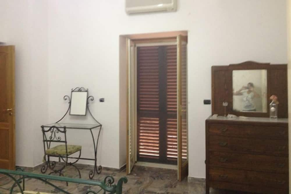 Comfort Double Room, Shared Bathroom - Guest Room