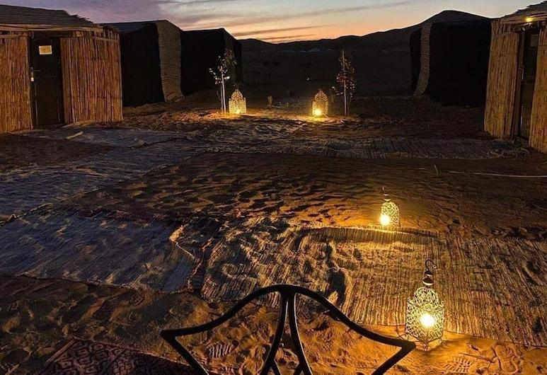 法約沙漠露營飯店, 塔歐斯