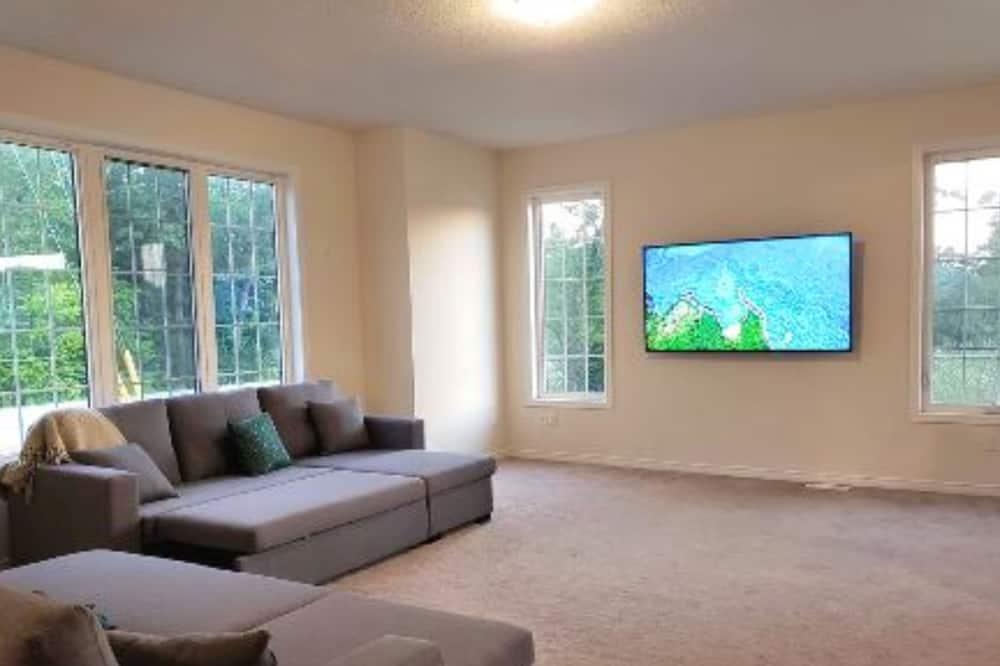 Executive House - Living Room