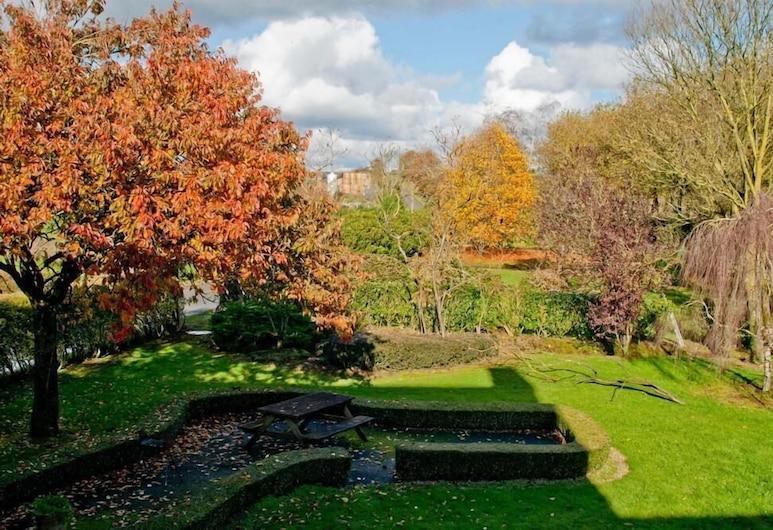 ty dreux, Saint-Thegonnec Loc-Eguiner, Garden