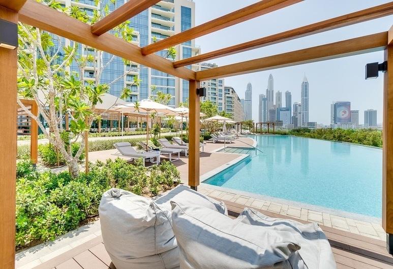 Vida Emirates Hills Residences, Dubajus, Lauko baseinas