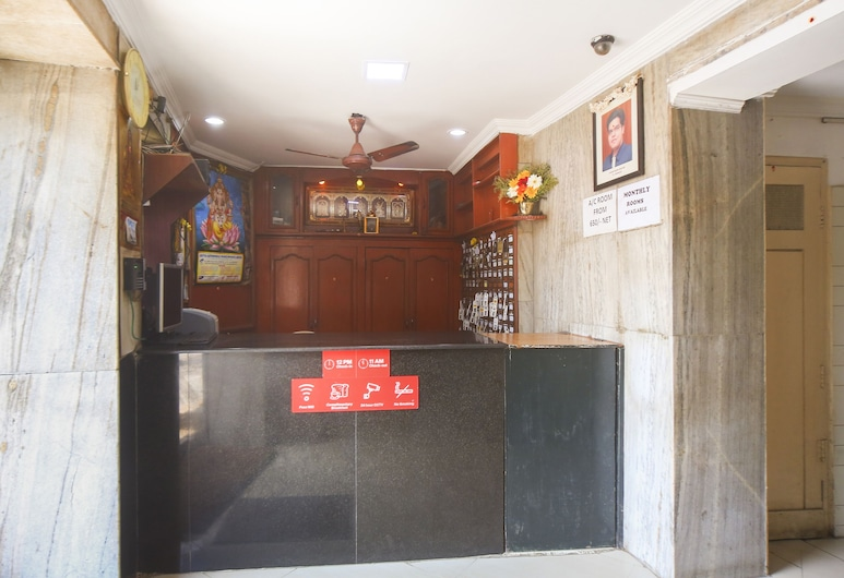 OYO 61379 Golden Cafe Boarding & Lodging, Chennai