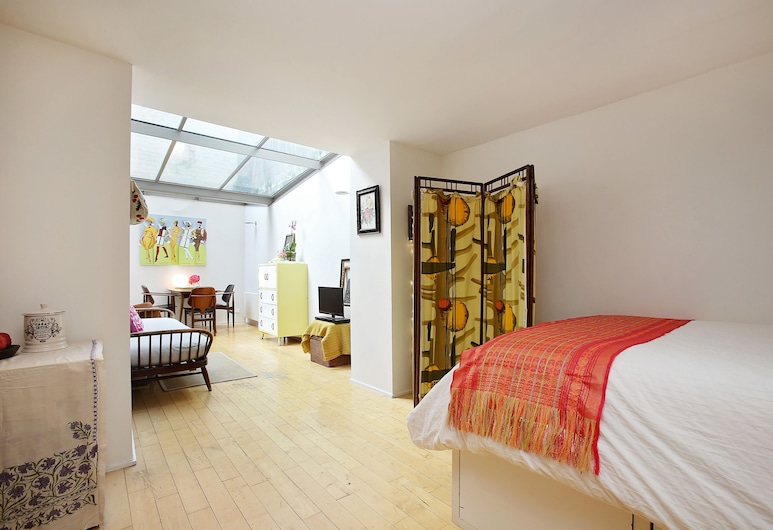 Bright Chic Garden Apartment, London, One-Bedroom Apartment, Room