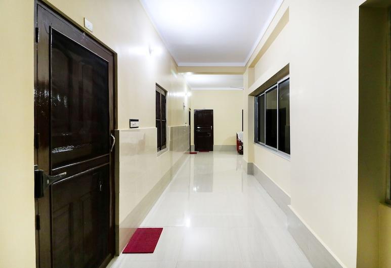 SPOT ON 49052 Shree Chaitanya Math Teertha Bhawan, Krishnanagar, Interior Hotel