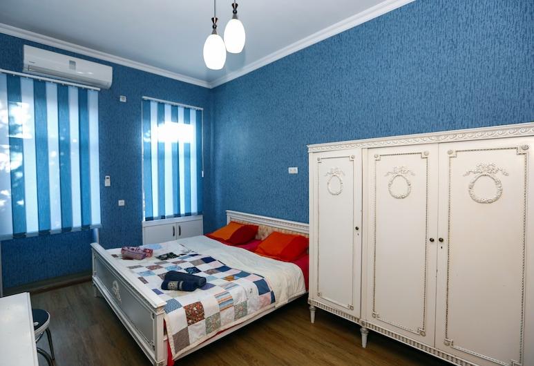 One bedroom apartment near sulfur baths, Tbilisi