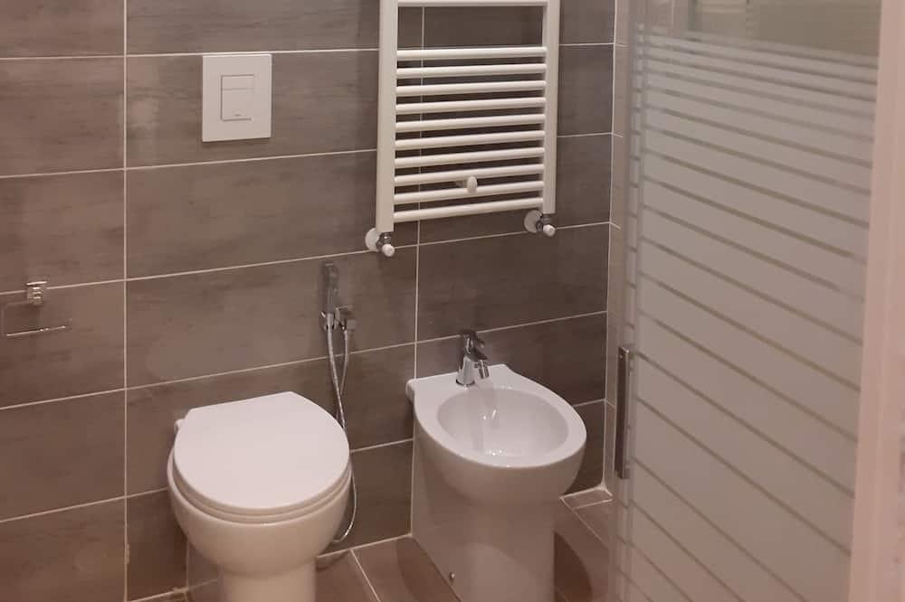 Luxury Triple Room (Vesuvio) - Bathroom