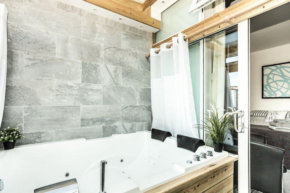 Luxury Apartment - Private spa tub