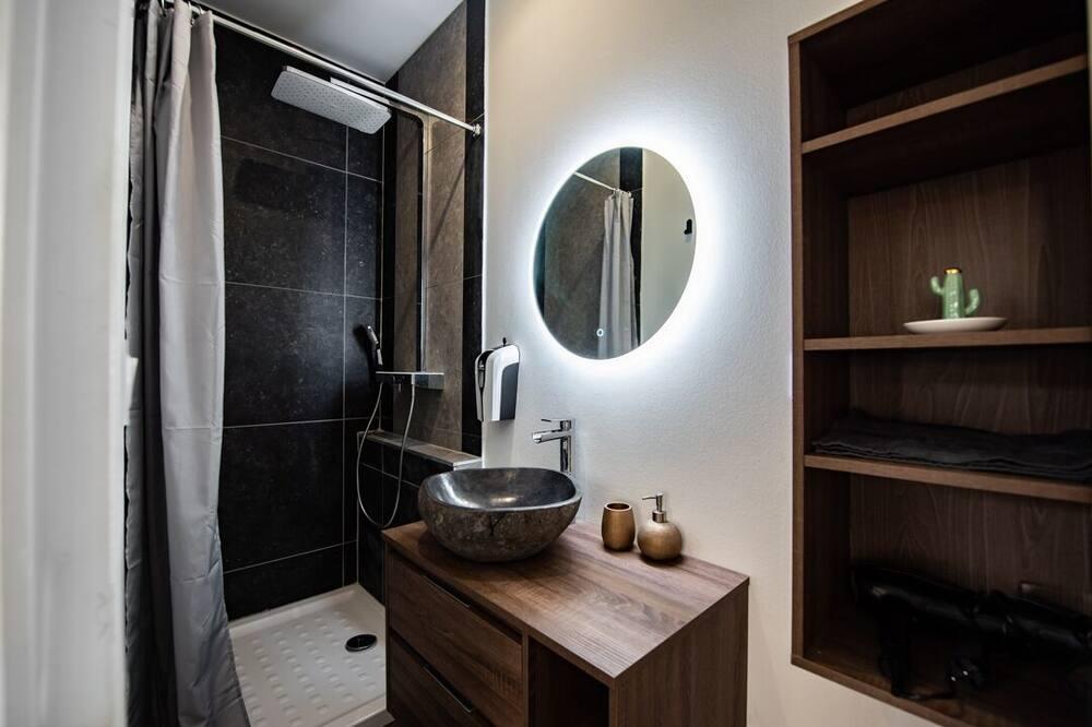 City-Studio, mit Bad, Blick auf den Innenhof - Badezimmer