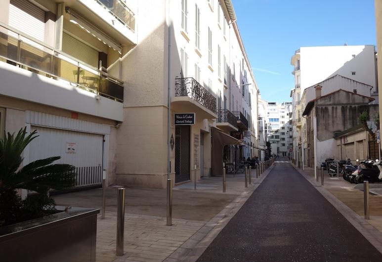 Minerve 1, Cannes, Buitenkant
