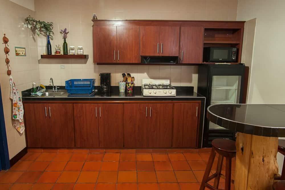 Phòng tập thể, Phòng tập thể nam và nữ (5 Beds) - Bếp chung
