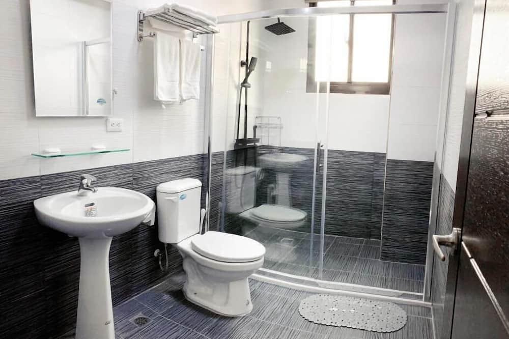 Trivietis kambarys, balkonas - Vonios kambarys