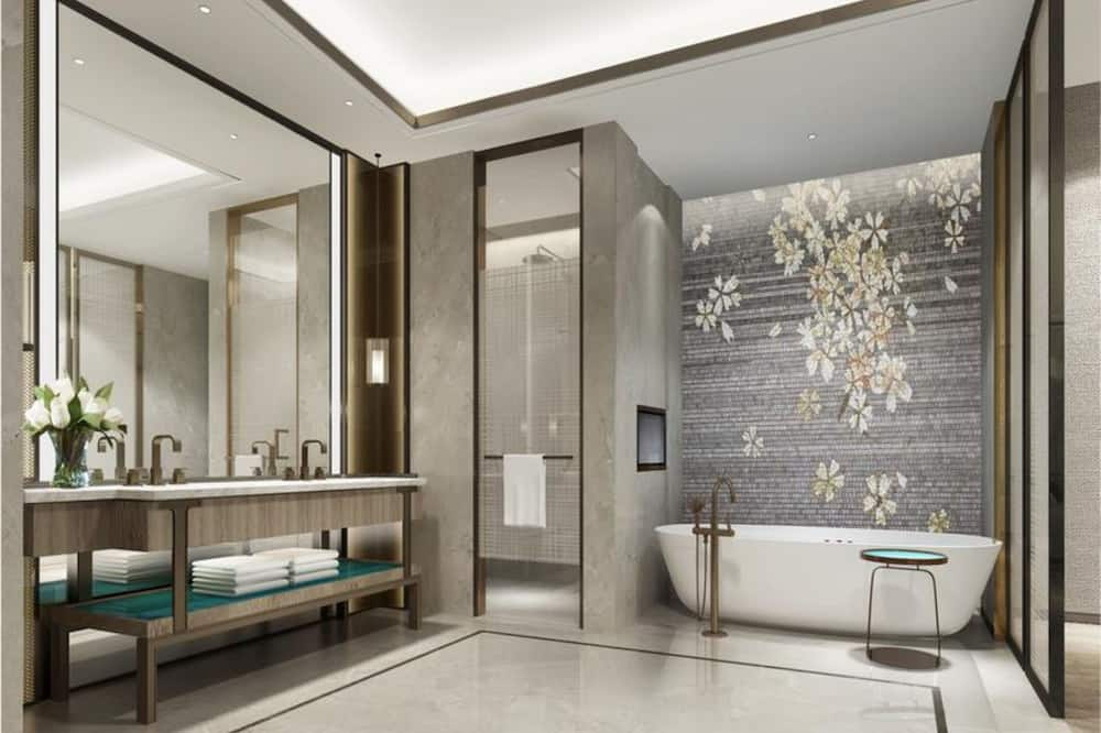Улучшенный люкс, вид на озеро - Ванная комната