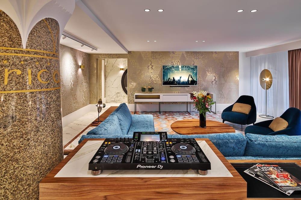 Rock Star Suite - Living Area