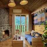 Семейное бунгало, камин, вид на горы - Зона гостиной