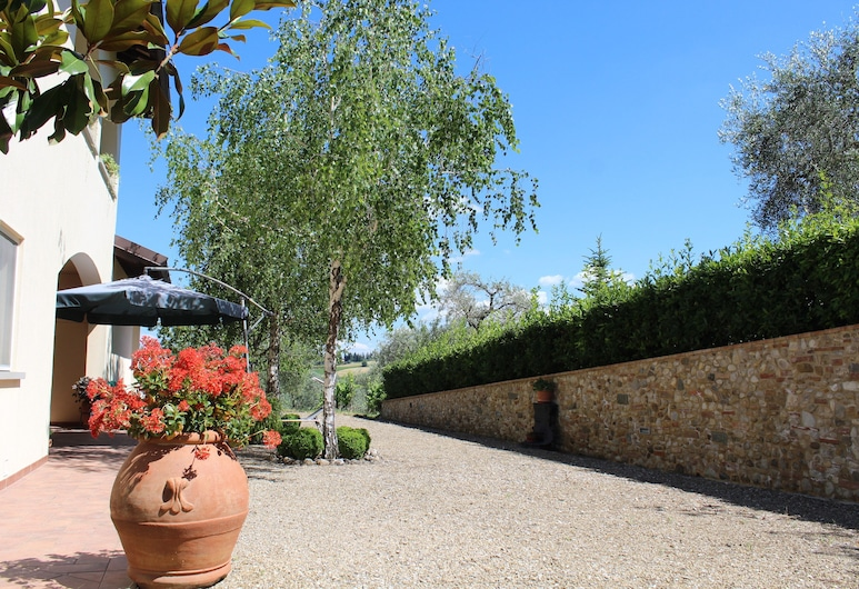 Casa le Betulle, Montespertoli, Courtyard