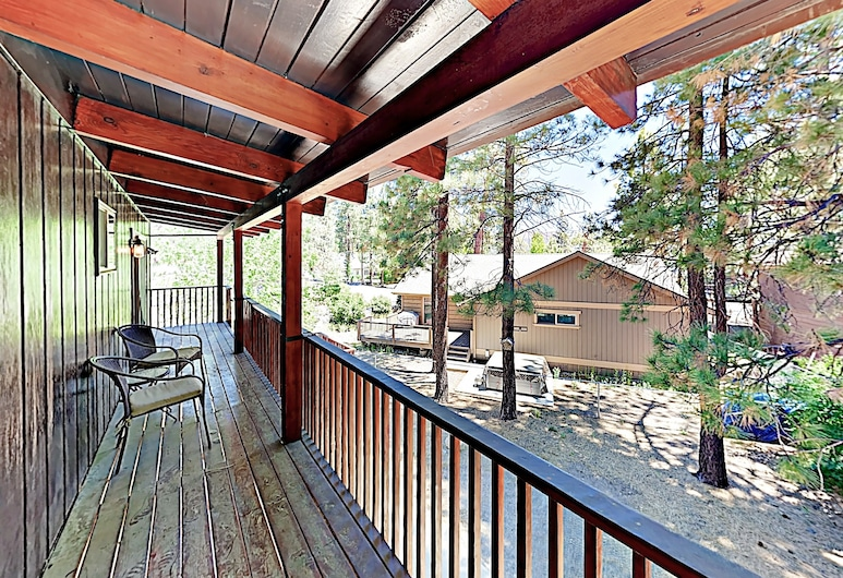 Eagle Point W/ Hot Tub - Steps To Lake! 5 Bedroom Cabin, Big Bear Lake, Cabin, 5 Bedrooms, Balcony