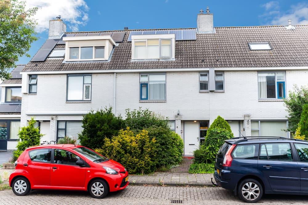 Economy Double Room (Rechts Boven) - Street View