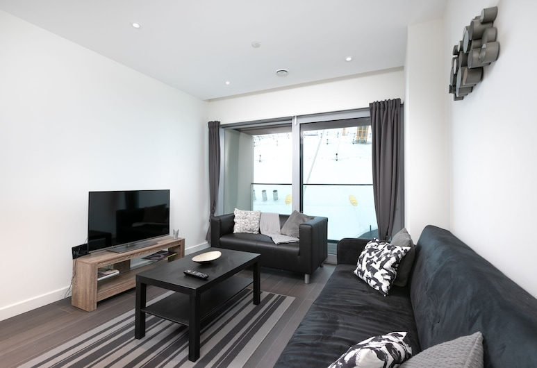London Greenwich Luxury Apartment O2, London, Luxury Apartment, 2 Bedrooms, Non Smoking, River View, Living Area