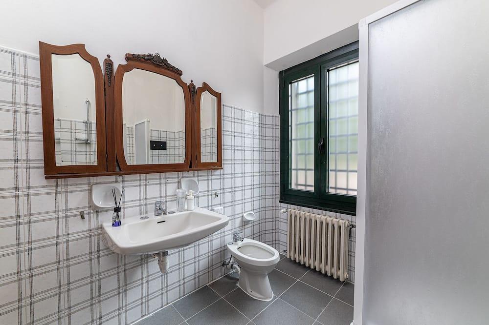 Romantic Townhome, 4 Bedrooms, Private Bathroom, Garden View - Bilik mandi