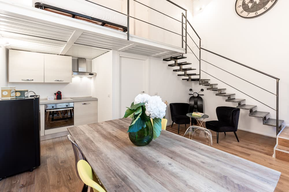 apartman - Étkezés a szobában