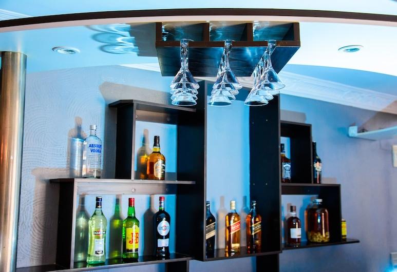 杜鵑花餐廳飯店, 安塔那那利佛, 飯店內酒吧