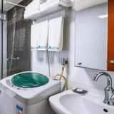 Family Quadruple Room - Bathroom Shower