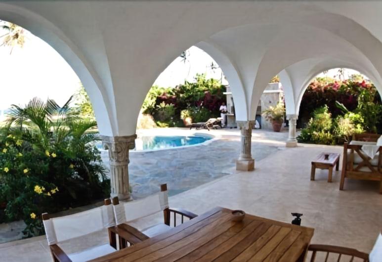 Mzima House Boutique Hotel, Diani Beach, Grand-Suite, 2Schlafzimmer, Poolblick, Terrasse/Patio
