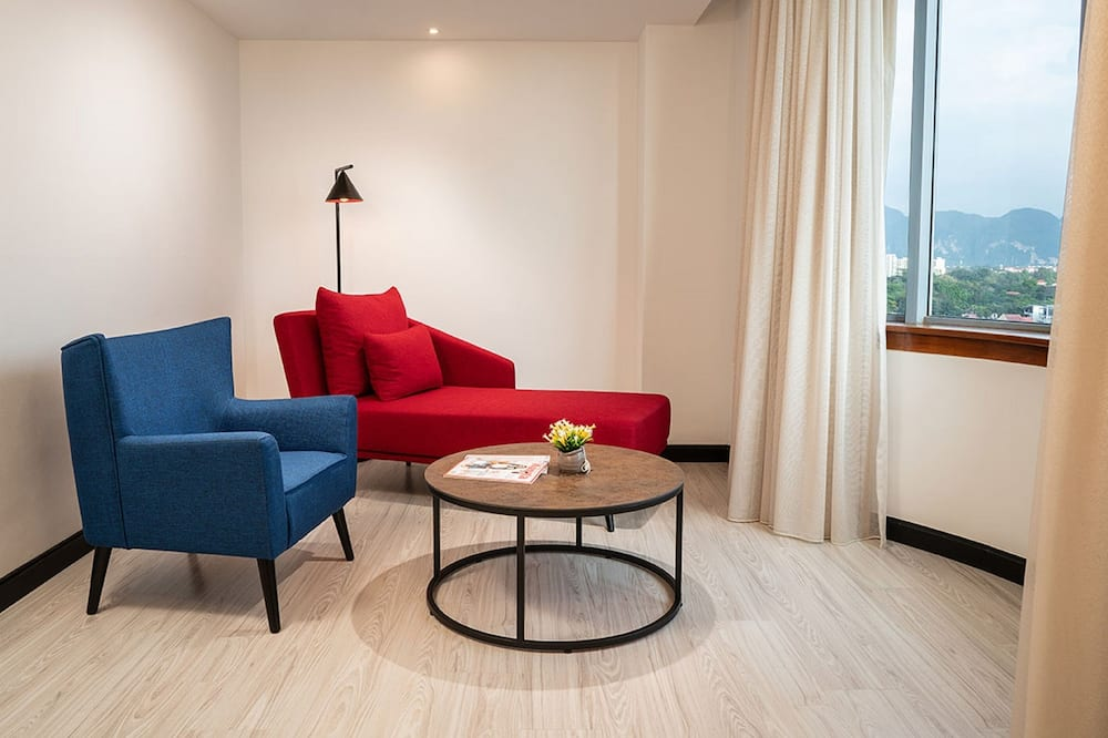 Family Room, 2 Queen Beds (Deluxe) - Living Room