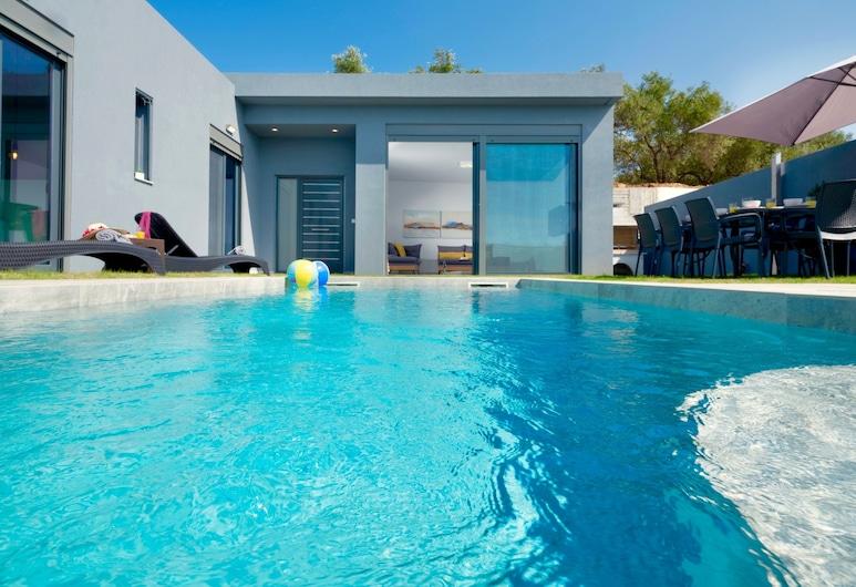 Beach Villa Zaneti With Private Swimming Pool, Chaniá, Piscina