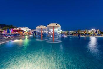 Picture of Caretta Beach Resort & Waterpark in Zakynthos