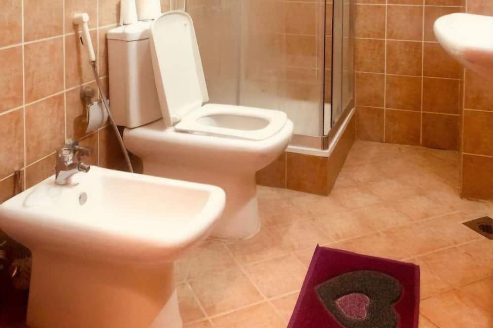 Gemeinsamer Schlafsaal, Nur Männer - Badezimmer