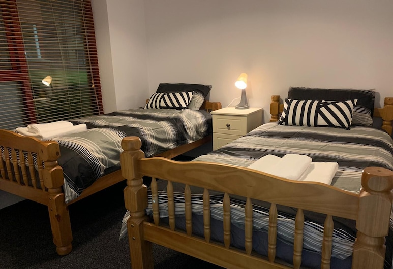 10 mins to city & to Dublin airport, Dublin, Comfort Studio Suite (Two Single beds), Room