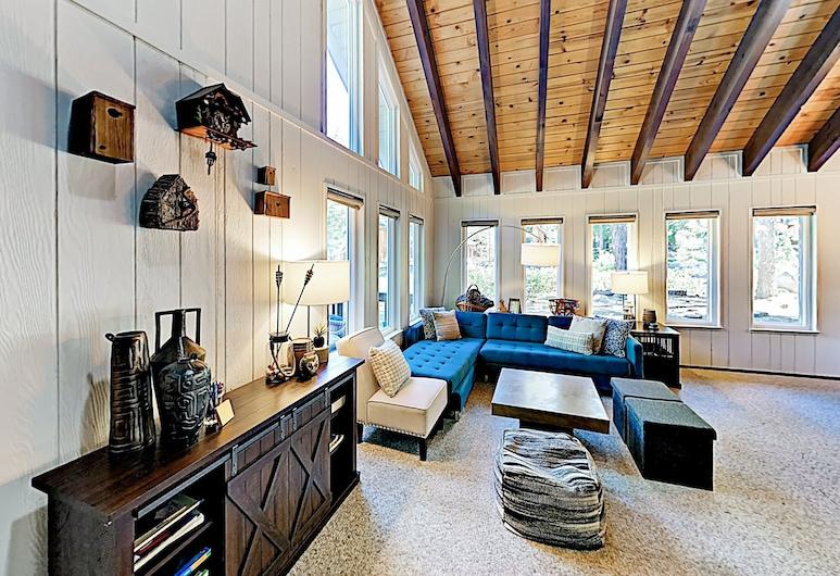 Schweizerhaus W/ Tahoe Donner Amenities 4 Bedroom Home, טראקי, בית, 4 חדרי שינה, סלון