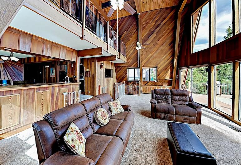 New Listing! Oasis By The Lake W/ Deck & Hot Tub 3 Bedroom Home, Pantai Kings, House, 3 Bedrooms, Bilik Rehat