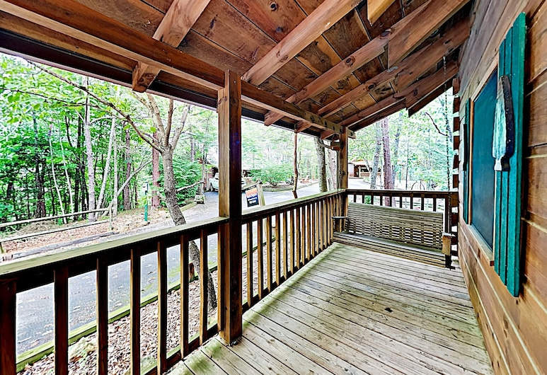 New Listing! Charming W/ Deck & Hot Tub 1 Bedroom Cabin, Sevierville, Cabin, 1 Bedroom, Balcony
