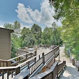 New Listing! Smoky Mountain W/ Large Deck 3 Bedroom Cabin