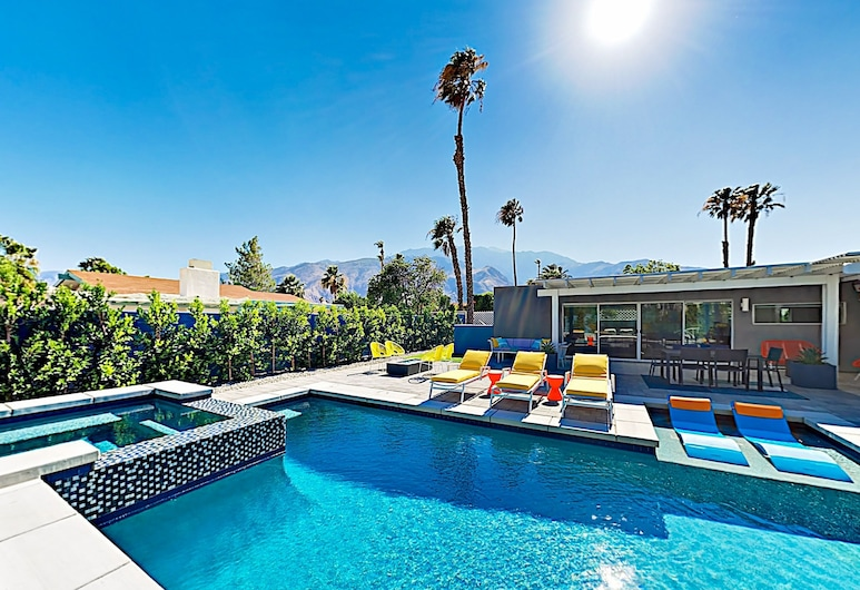 New Listing! Chic Desert Oasis W/ Private Pool 4 Bedroom Home, Palm Springs
