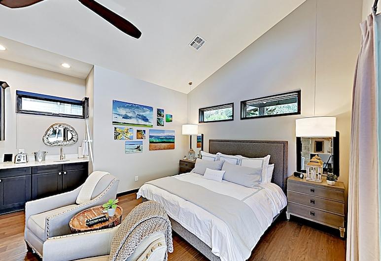 New Listing! Resort On Lake Travis W/ Pool 1 Bedroom Cabin, Spicewood